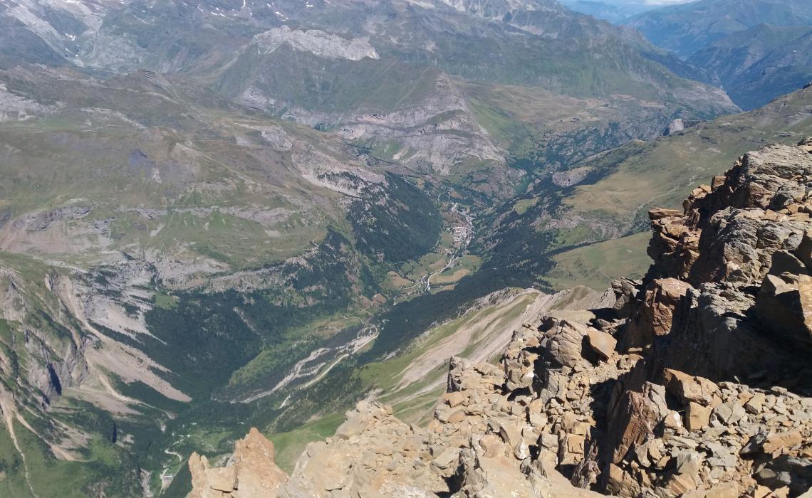 la vallée de Gavarnie vue de sommet du Marboré